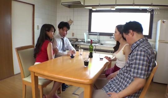 Муж изменил своей молодой жене с её сексуальной подругой