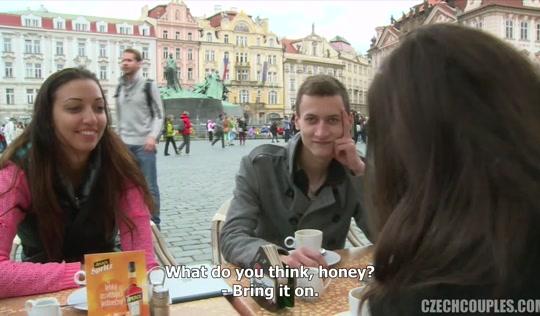 Парень и деваха увлеченно изменяют друг другу ради денег