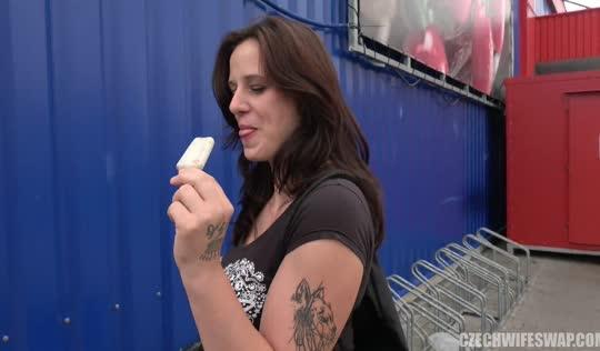 Чешка изменяет раком на улице с пикапером и глотает вкусную кончу