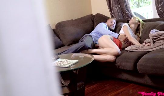 Дядя изменяет и трахает племянницу в трусиках то под столом, то на диване