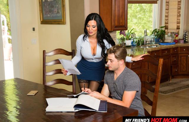 Ненасытная женушка трахается с сыном своего друга