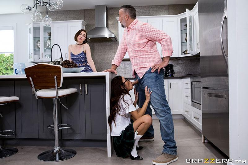 Муж обманул жену. чтобы изменить ей с дочкой