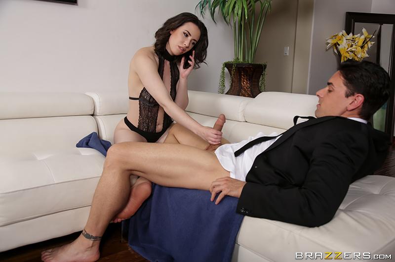Жена отлично чувствует себя на крепком члене любовника