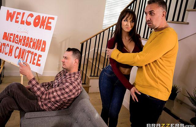 Жена трахается с соседом за спиной у мужа