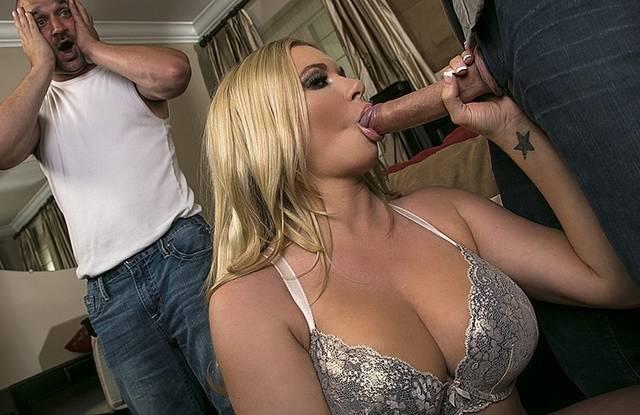 Начальник приехал к коллеге домой и получил секс с его женой