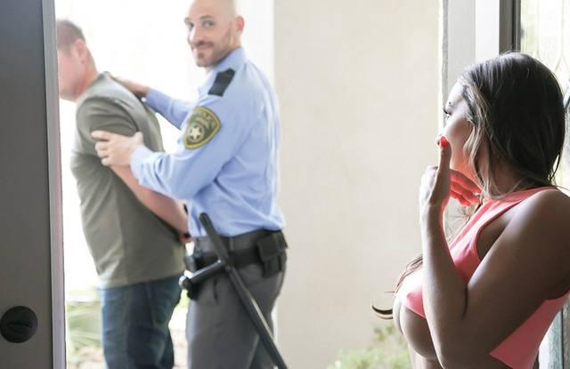 Brazzers - Девушка делает минет полицейскому и трахается с ним