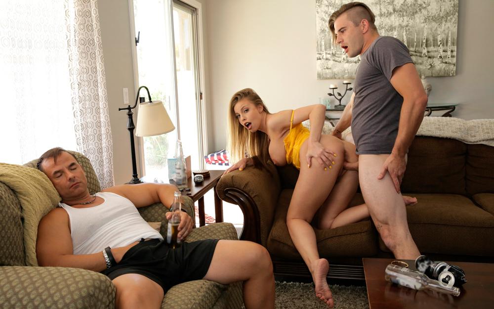 Порно измены - Красотка решила, что сын - лучший партнер для измены