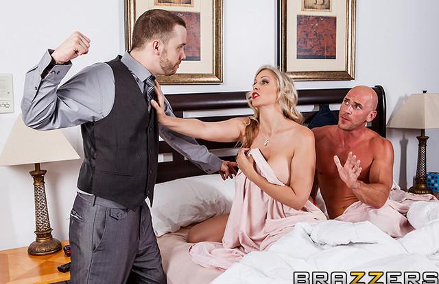 Домохозяйка изменяет мужу, потому что ей скучно сидеть дома одной