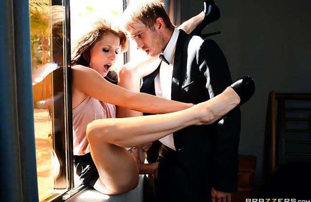 Brazzers порно - Парень изменяет своей будущей невесте, с её подругой и сестрой!