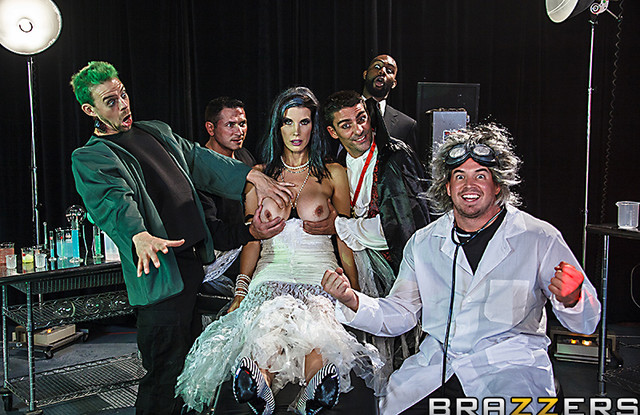 Неверная жена играет в театре и обслуживает своим телом всех актеров