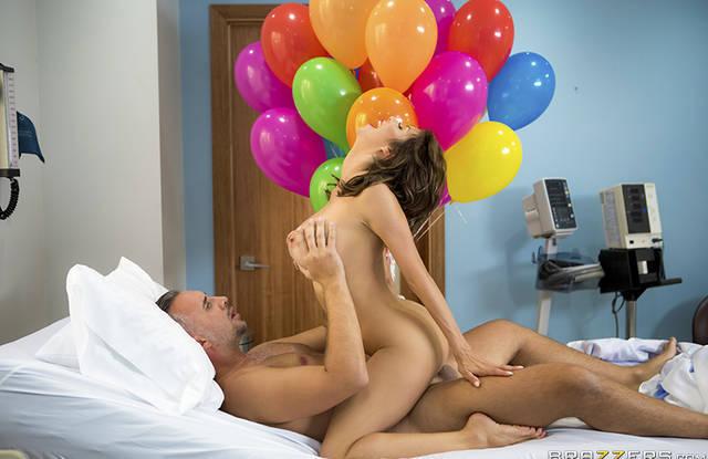 Пациент изменяет жене, трахая классную медсестру