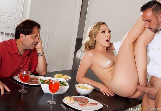 Brazzers - Мужик смотрит, как на столе жена изменяет и кончает от члена соседа
